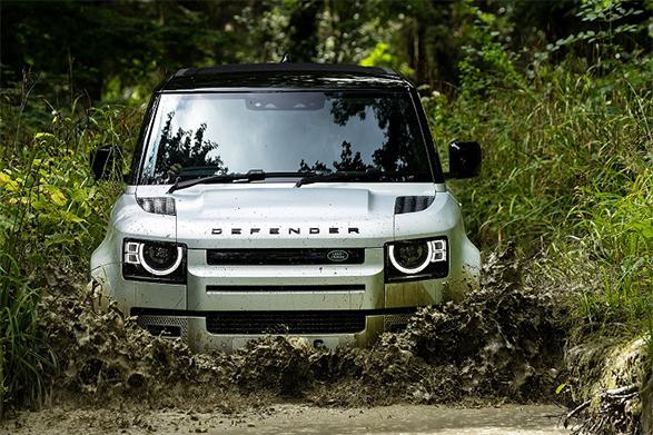 Defender driving through deep mud puddles